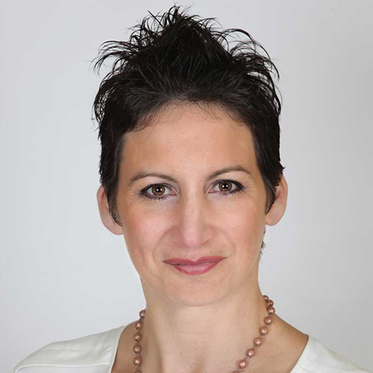 Aimee Petersen headshot